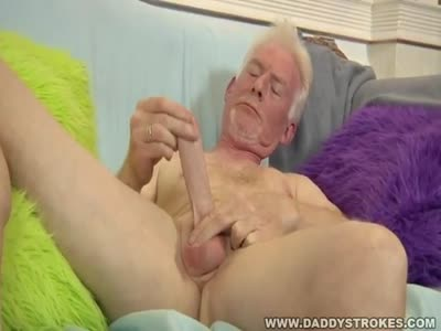 Daddy Jerking His Skin