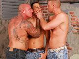 Hot guys pounding ass holes in this hot threeway scene !