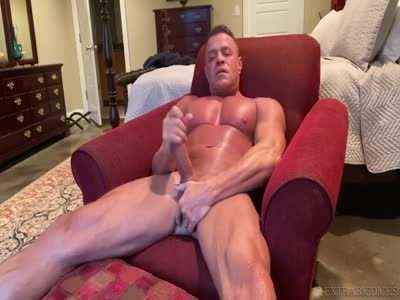 Morning Stroker - Gay BodyBuilder
