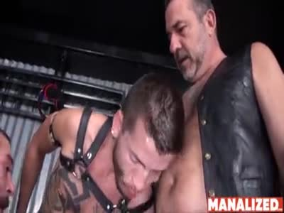 Threesome Barebacked B - Bareback Gay Sex