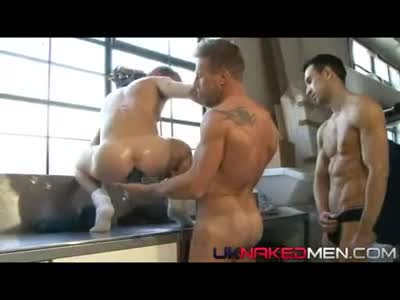 The Testing Bench - Gay BodyBuilder
