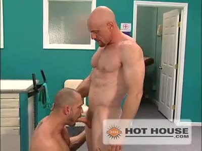 Craig Reynolds & H - Gay BodyBuilder