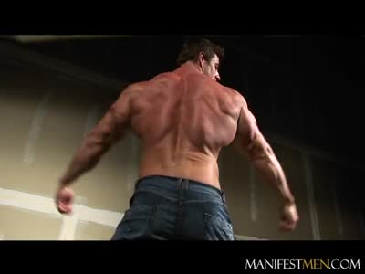 Zeb Atlas Strips & - Gay BodyBuilder